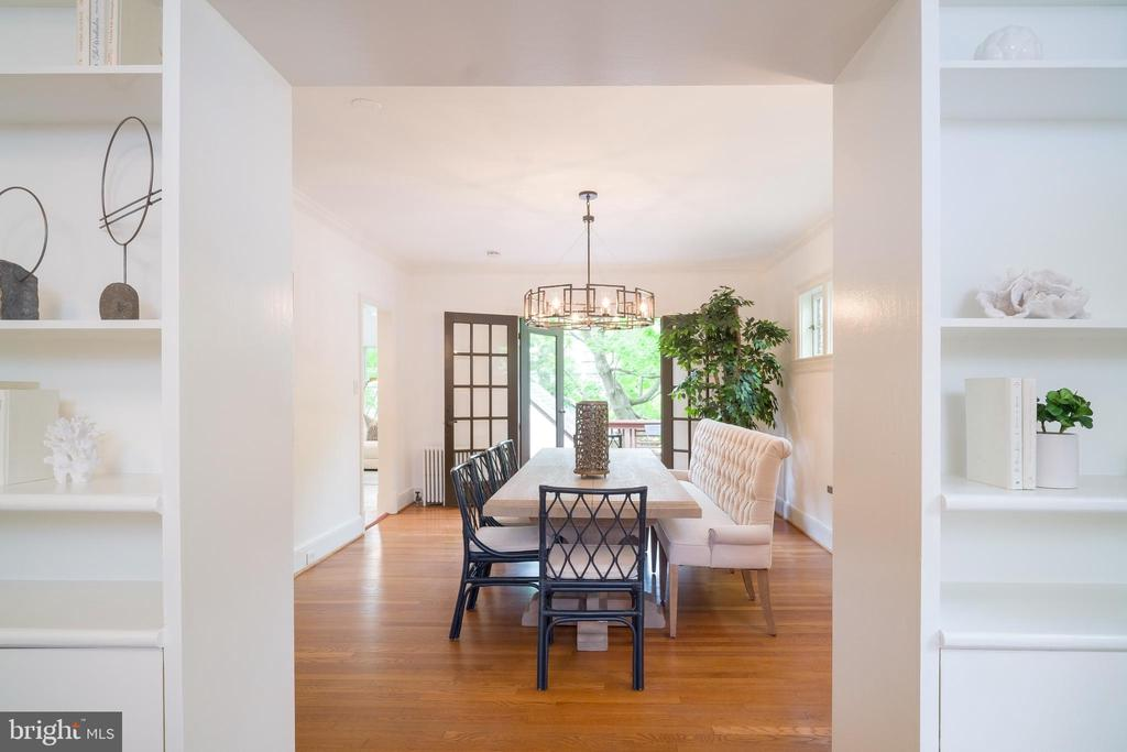 Living room opens into the dining room - 3631 VAN NESS ST NW, WASHINGTON