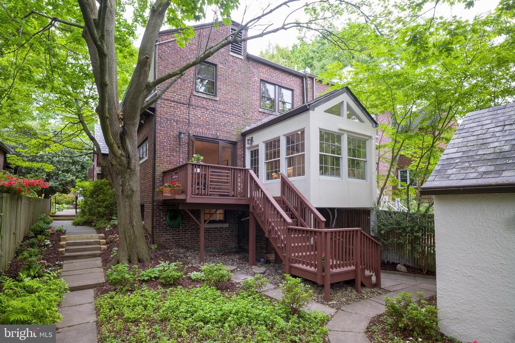 Spacious yard, perfect for entertaining - 3631 VAN NESS ST NW, WASHINGTON