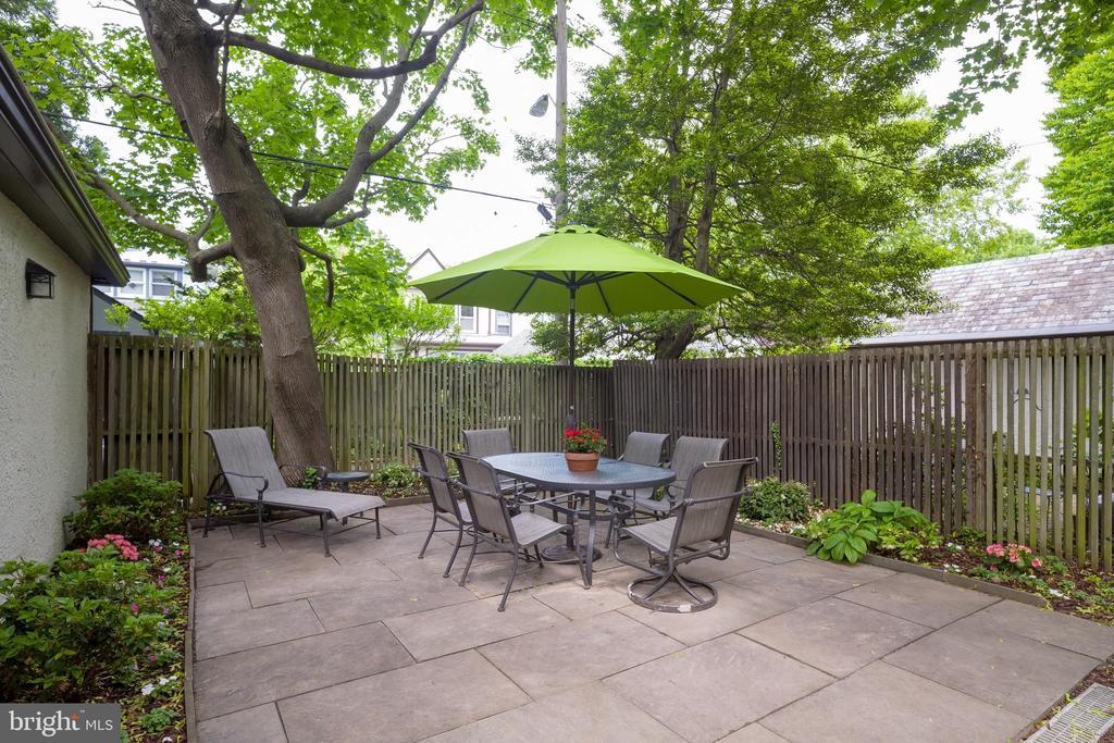 Flagstone courtyard - 3631 VAN NESS ST NW, WASHINGTON