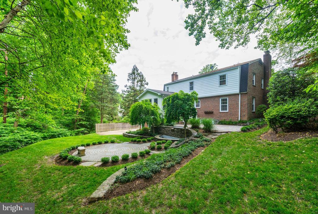 0.48 acres of beautiful seclusion in N. Arlington! - 3856 N RIXEY ST, ARLINGTON