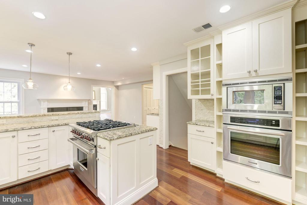 Wall electric convection oven/microwave/storage! - 3856 N RIXEY ST, ARLINGTON