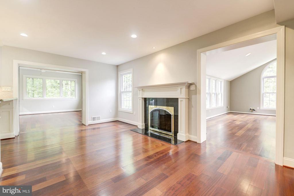 Off kitchen~FR-right; Bonus room/office/playroom L - 3856 N RIXEY ST, ARLINGTON