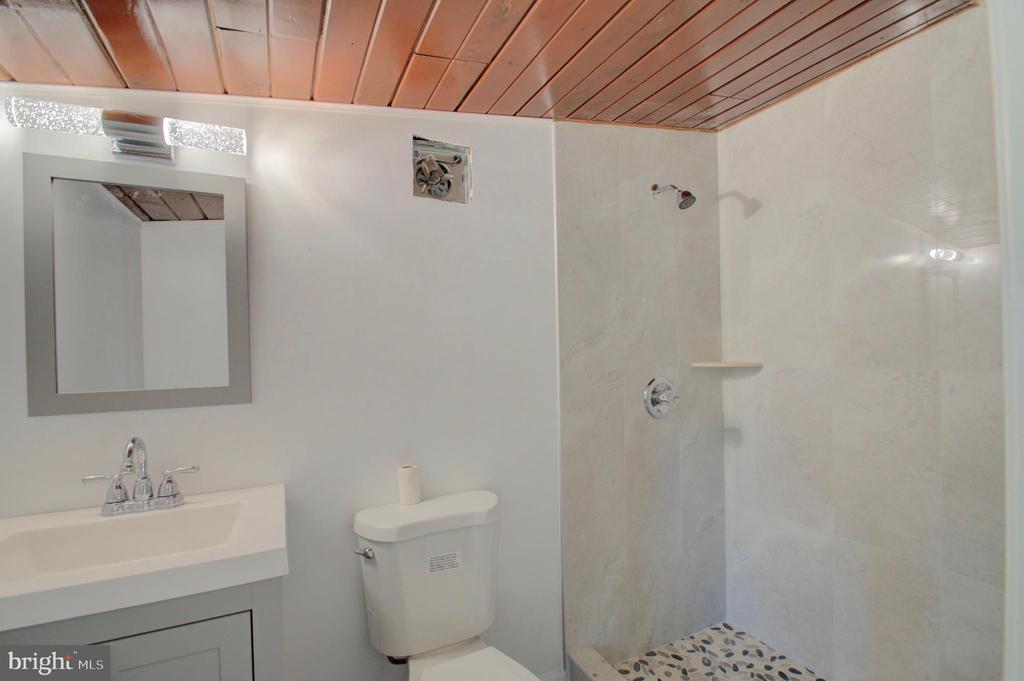 Upper Level Bathroom - 6107 KILMER ST, CHEVERLY