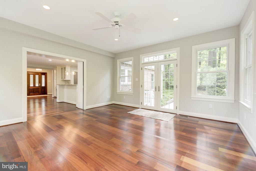 Bonus Room leads to backyard patio~outdoor living - 3856 N RIXEY ST, ARLINGTON
