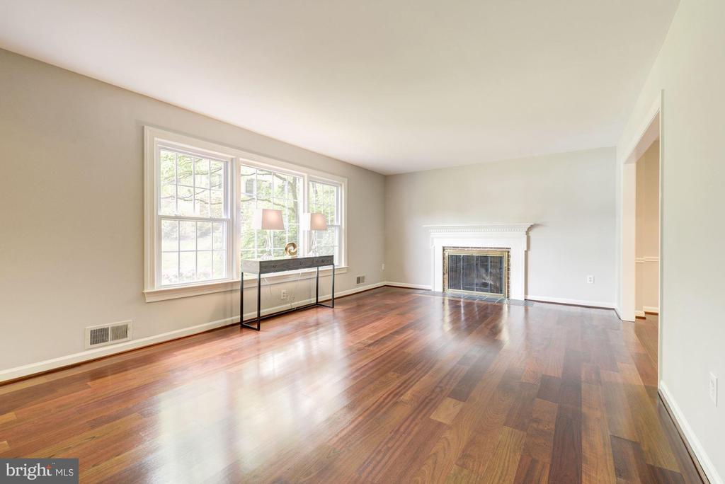 Living room looks out on front yard~leads into DR - 3856 N RIXEY ST, ARLINGTON
