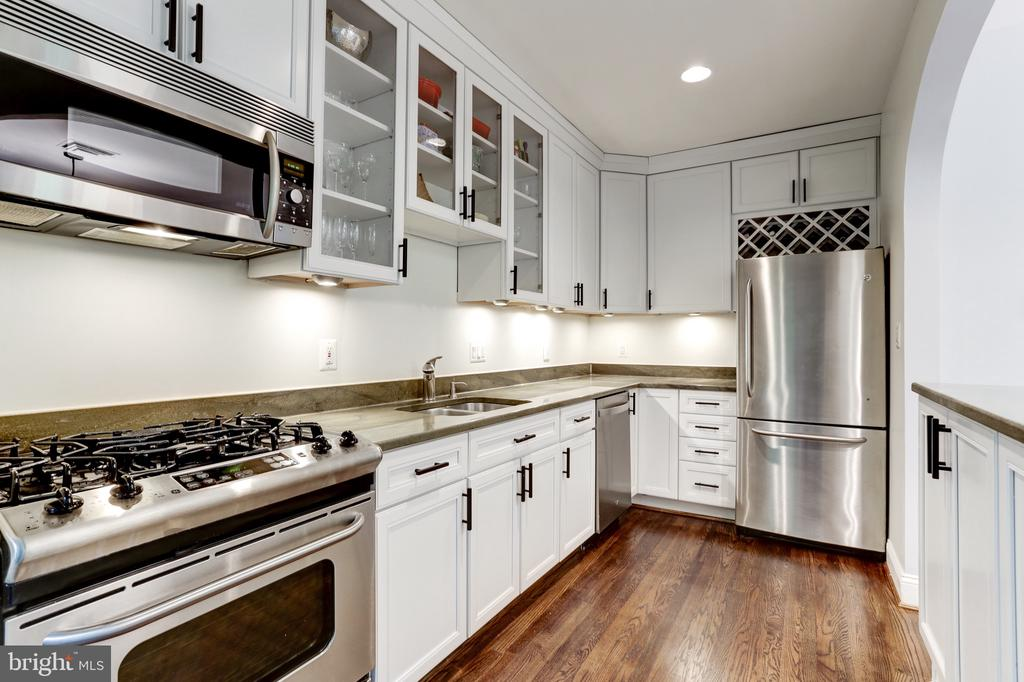 GE S.S appliances and new hardwood floors - 4700 RESERVOIR RD NW, WASHINGTON