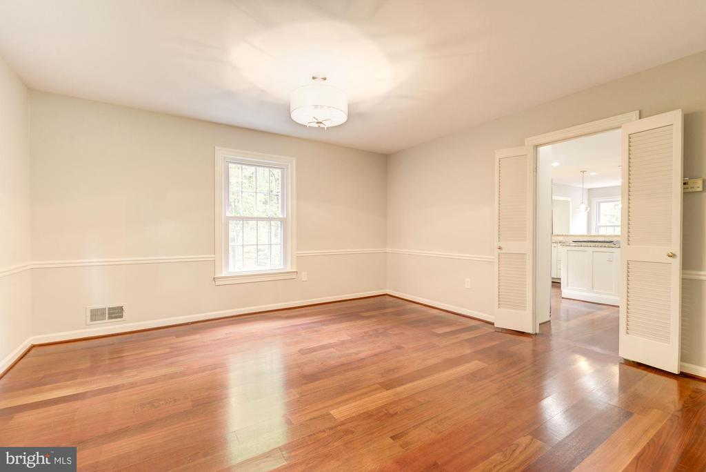 Formal DR is ready to entertain friends & family - 3856 N RIXEY ST, ARLINGTON