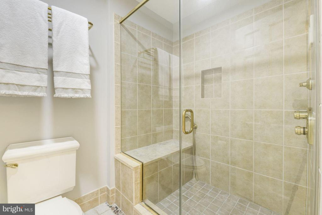 Master bath with perfect walk-in shower with seat - 3856 N RIXEY ST, ARLINGTON