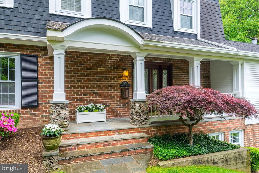 Covered front porch for tea~keeps one dry in rain - 3856 N RIXEY ST, ARLINGTON