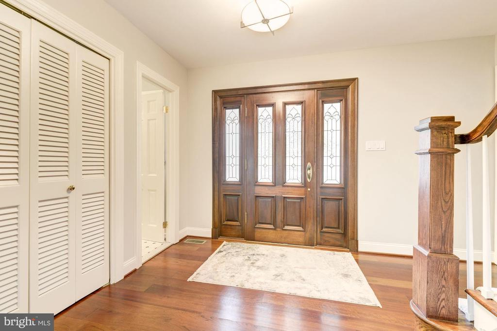 Greet guests~Powder Rm on L~Upstairs & Living Rm R - 3856 N RIXEY ST, ARLINGTON