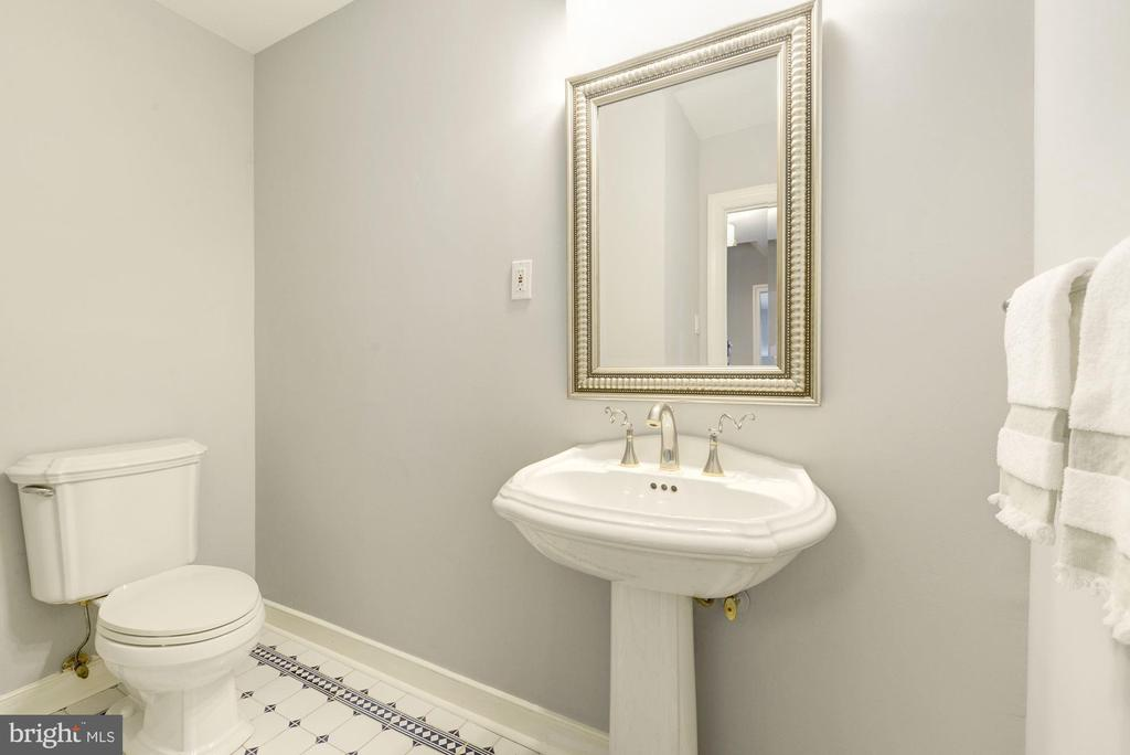 Pretty main level powder room with room to move - 3856 N RIXEY ST, ARLINGTON