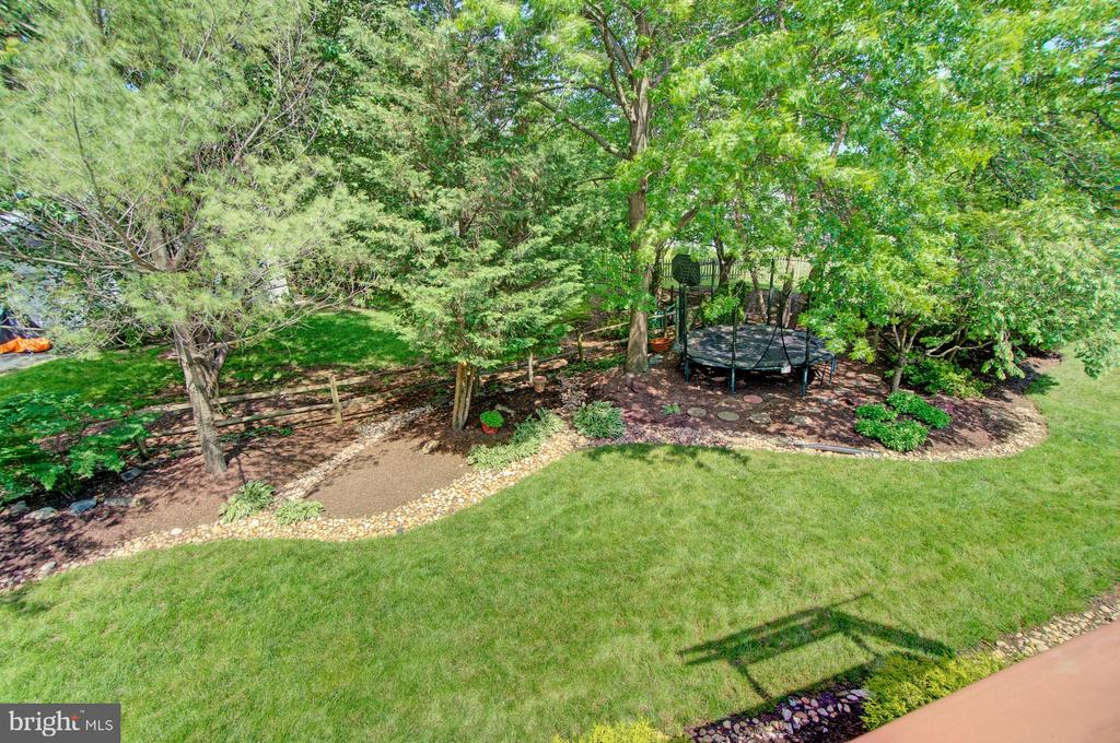 Admire Your Gorgeous Yard from the Deck - 43092 STONECOTTAGE PL, ASHBURN