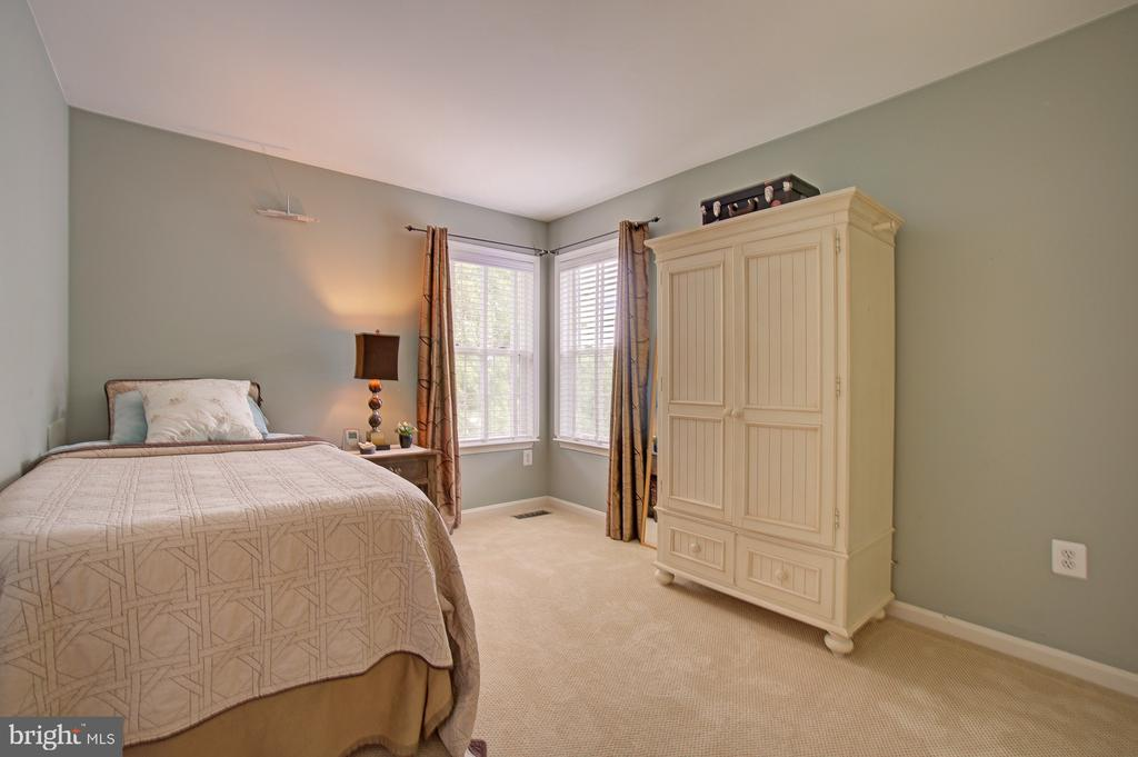 Nice Sized 3rd Bedroom - 43092 STONECOTTAGE PL, ASHBURN