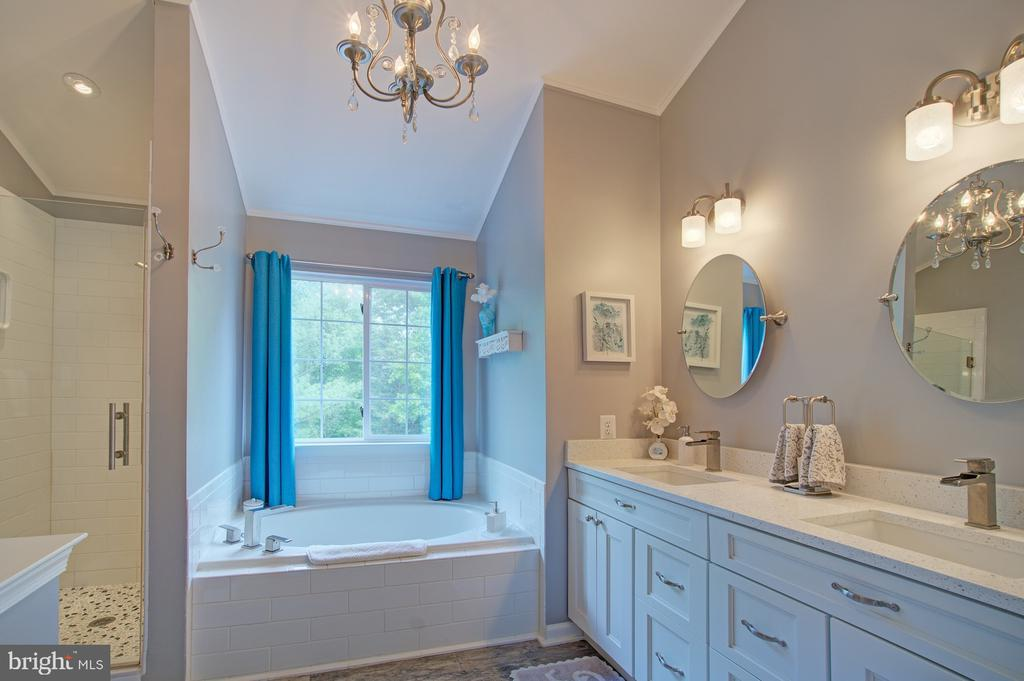 Stunning Updated Master Bathroom - 43092 STONECOTTAGE PL, ASHBURN