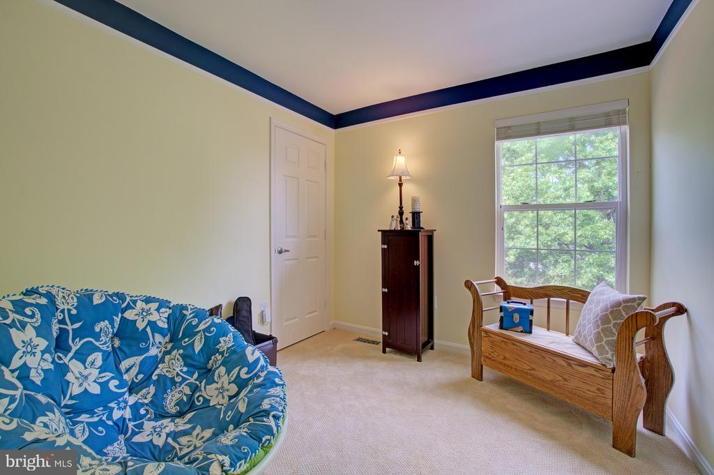 4th Bedroom Perfect for Guests or Home Office - 43092 STONECOTTAGE PL, ASHBURN