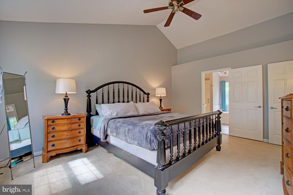 Master Bedroom has Large Walk-In Closet - 43092 STONECOTTAGE PL, ASHBURN