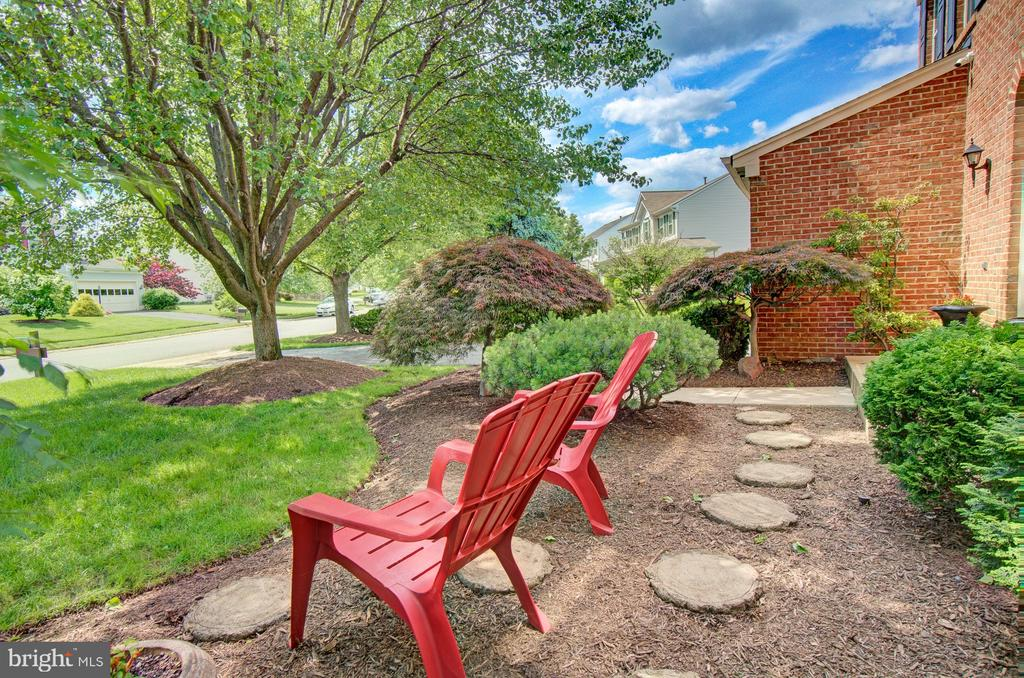 Enjoy the Serenity of Beautiful Ashburn Farm - 43092 STONECOTTAGE PL, ASHBURN