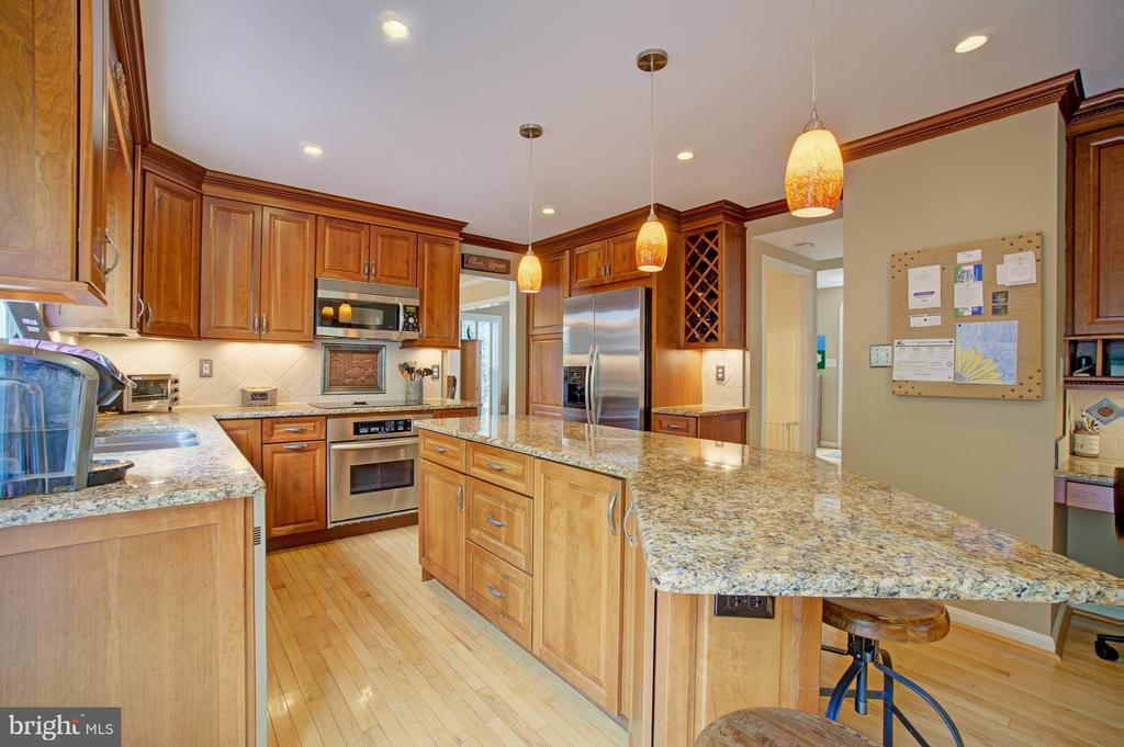 Stunning Gourmet Kitchen - 43092 STONECOTTAGE PL, ASHBURN
