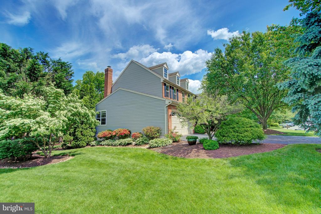 Best Yard on the Street - 43092 STONECOTTAGE PL, ASHBURN