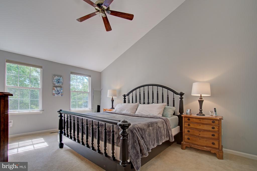 Light Filled Master Bedroom - 43092 STONECOTTAGE PL, ASHBURN