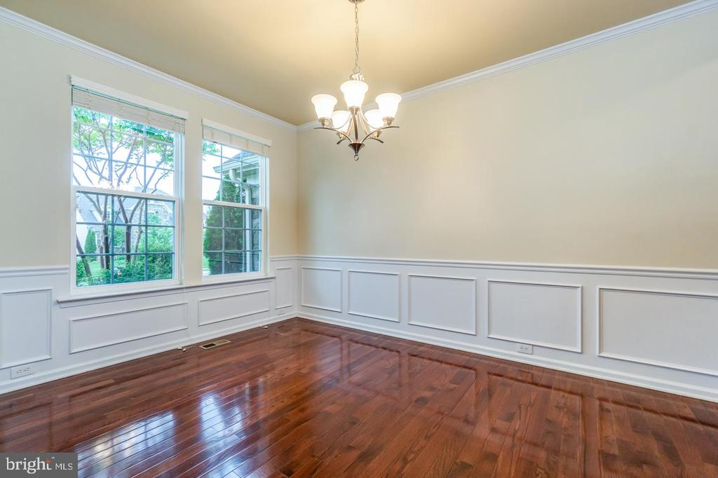 Formal dining room with trim/molding accent - 24496 LENAH TRAILS PL, ALDIE