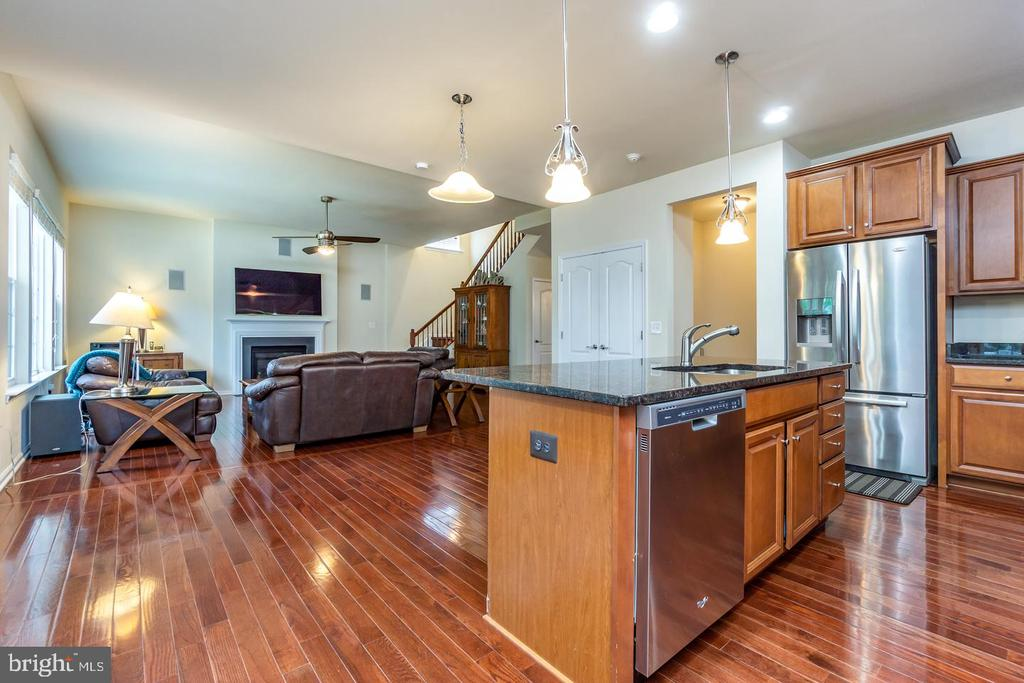 Large, open kitchen with center island - 24496 LENAH TRAILS PL, ALDIE