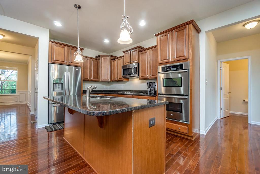Breakfast bar area perfect for informal dining - 24496 LENAH TRAILS PL, ALDIE