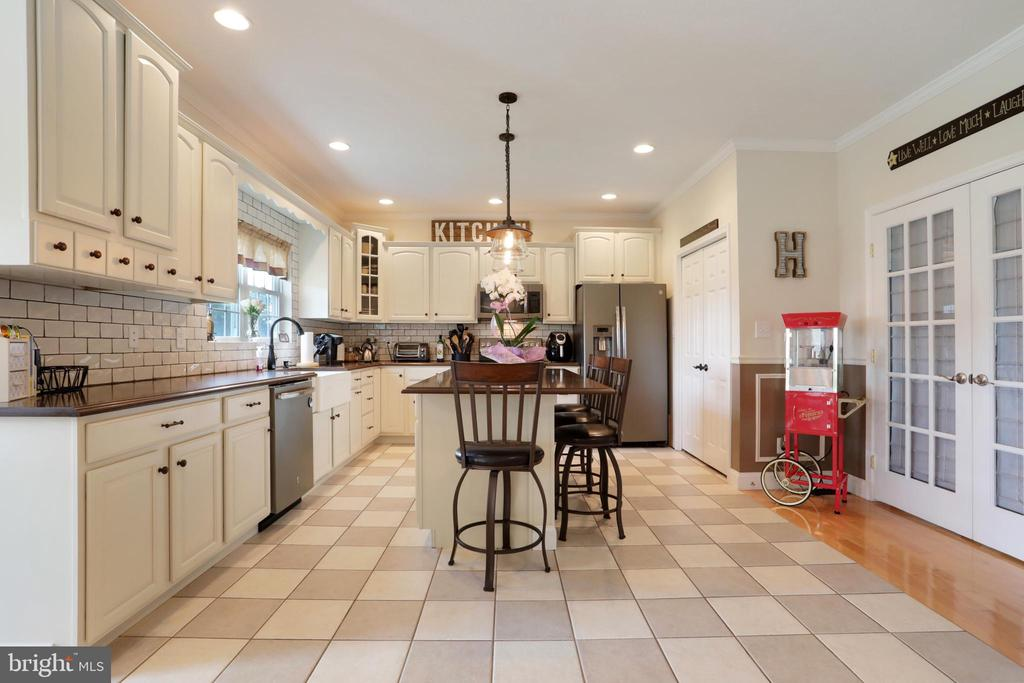 Beautiful tile floors in the kitchen - 814 ASHBY STATION RD, FRONT ROYAL