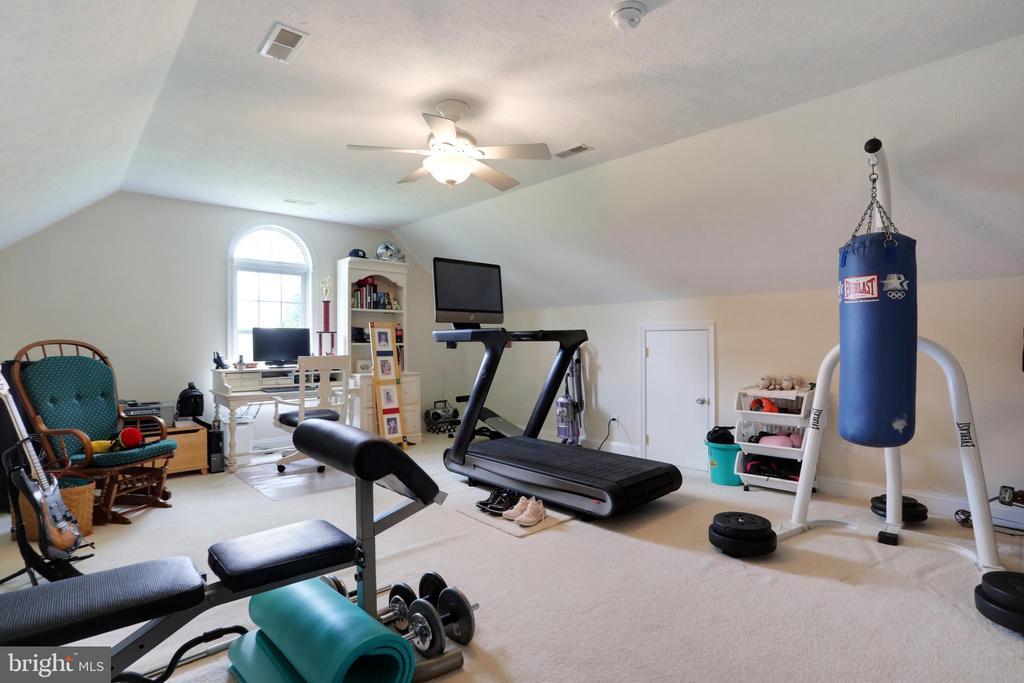 Bonus room over garage - 814 ASHBY STATION RD, FRONT ROYAL