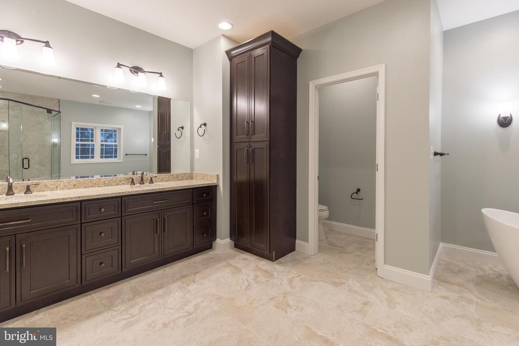 Dual Sink and Abundant Storage - 8317 ROLLING RD, SPRINGFIELD