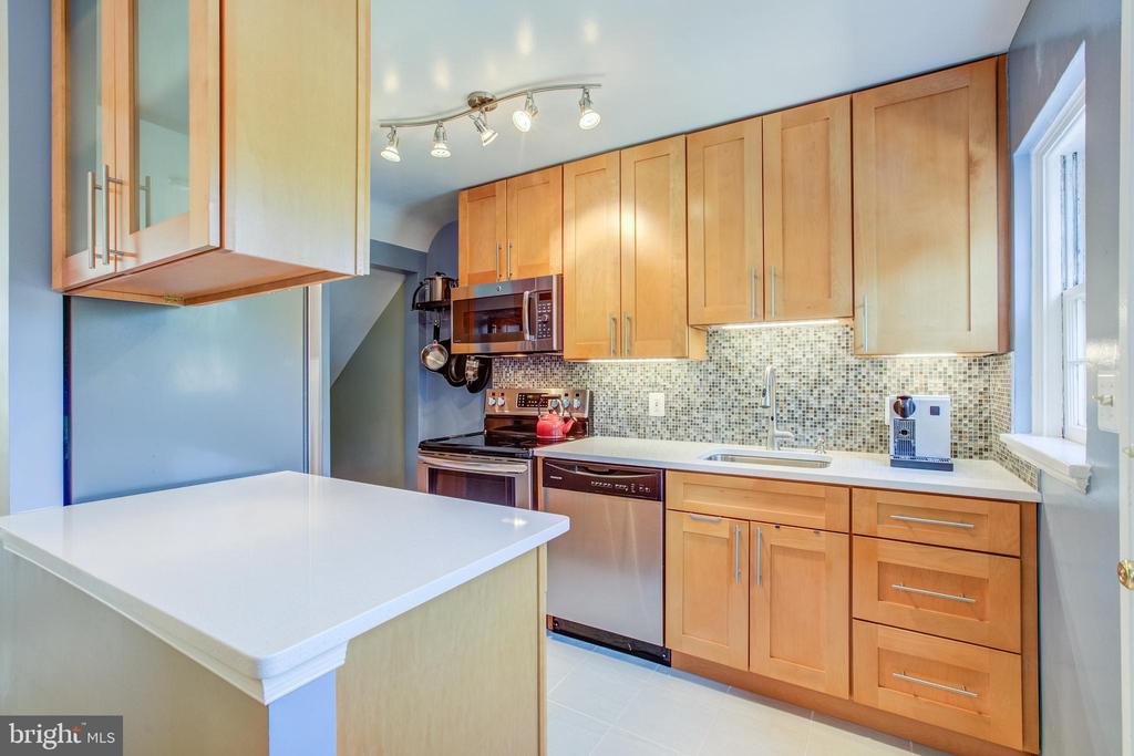 The Gourmet Kitchen Everyone Wants in Fairlington - 3232 S STAFFORD ST, ARLINGTON