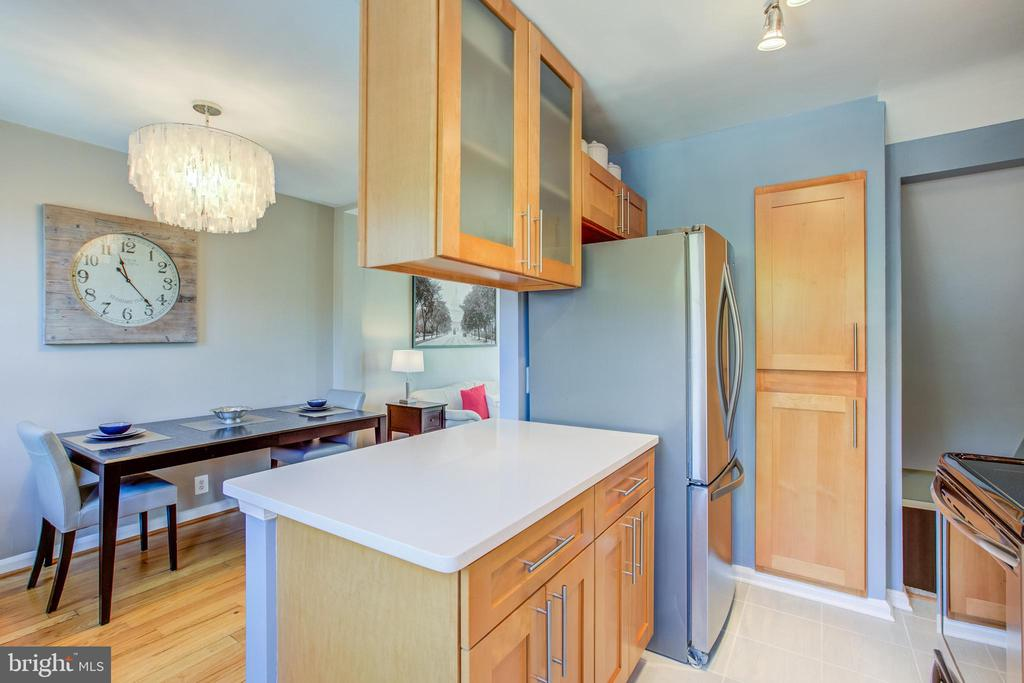 Innovative Cabinet Storage - 3232 S STAFFORD ST, ARLINGTON