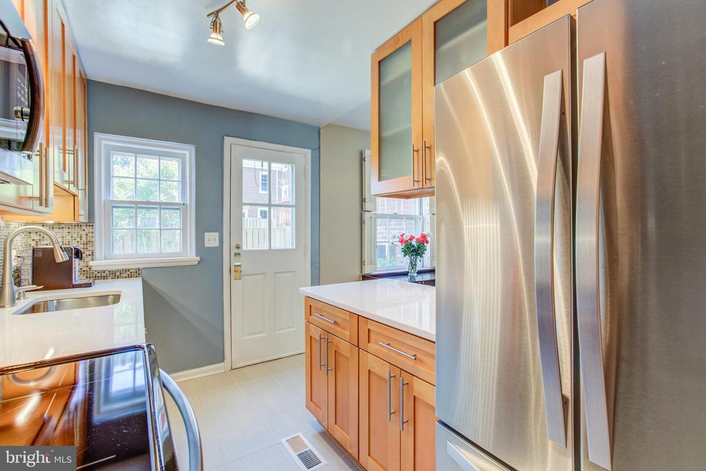 High-Efficiency Appliances - 3232 S STAFFORD ST, ARLINGTON