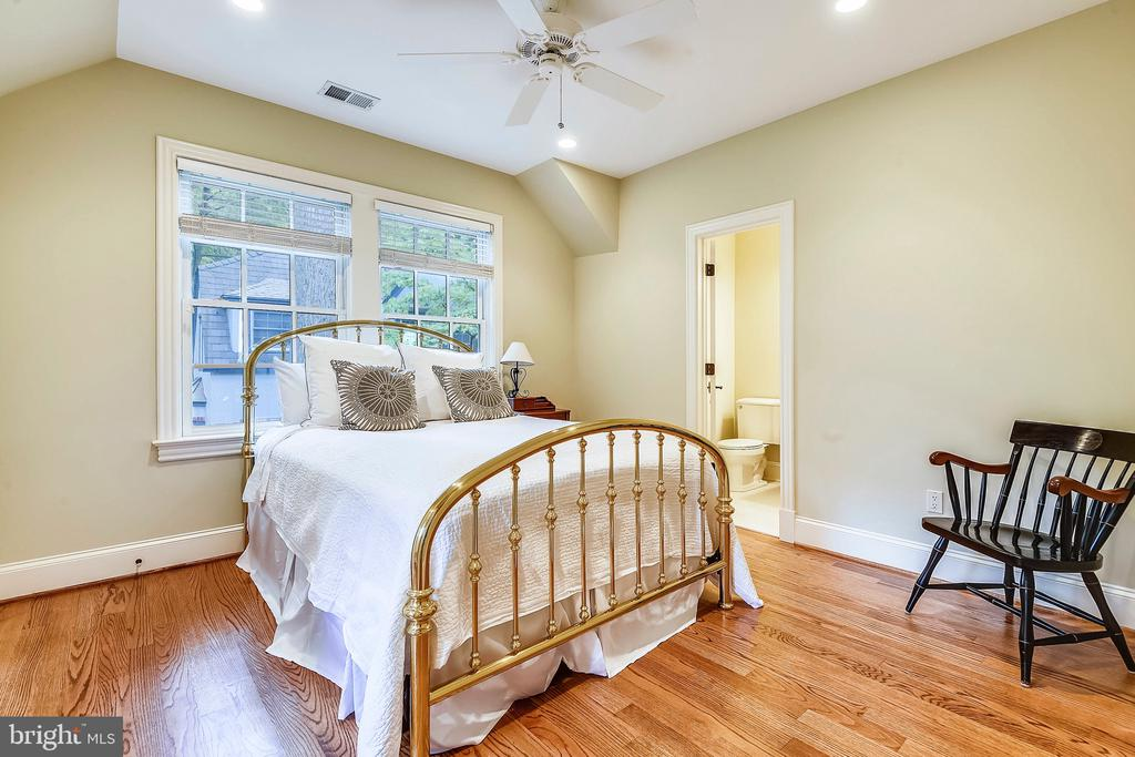 Bedrooms w/ recessed lights & ceilings fans - 2326 VERMONT ST N, ARLINGTON