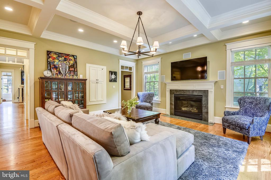 Family room with coffered ceilings - 2326 VERMONT ST N, ARLINGTON
