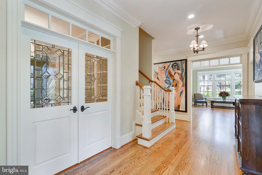 Etched glass doors and spacious foyer - 2326 VERMONT ST N, ARLINGTON