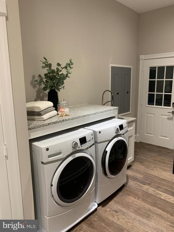 Main-level laundry room. - 10630 TIMBERIDGE RD, FAIRFAX STATION