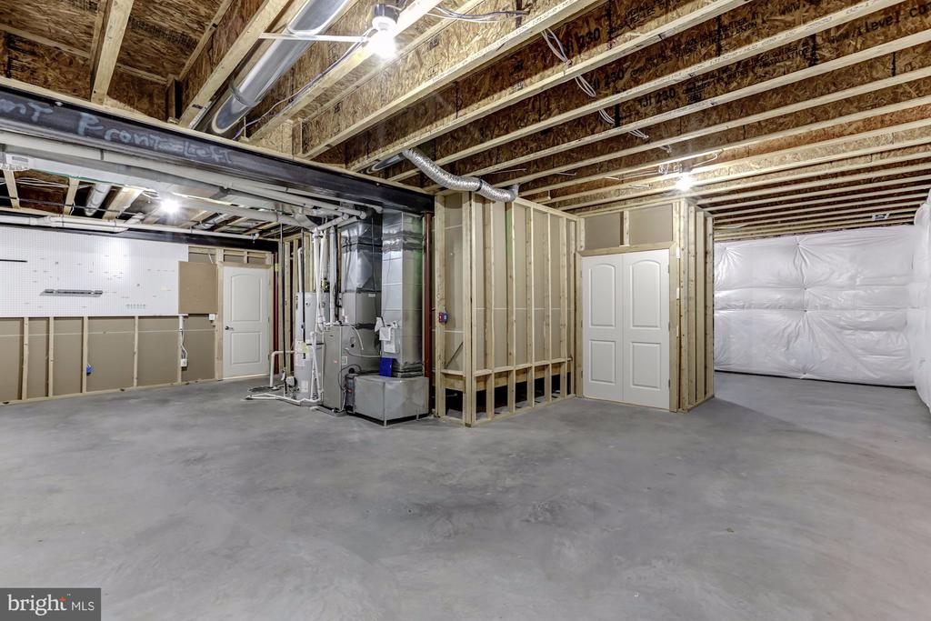 Unfinished Storage Space, plumbed for Bathroom - 43800 GRANTNER PL, ASHBURN