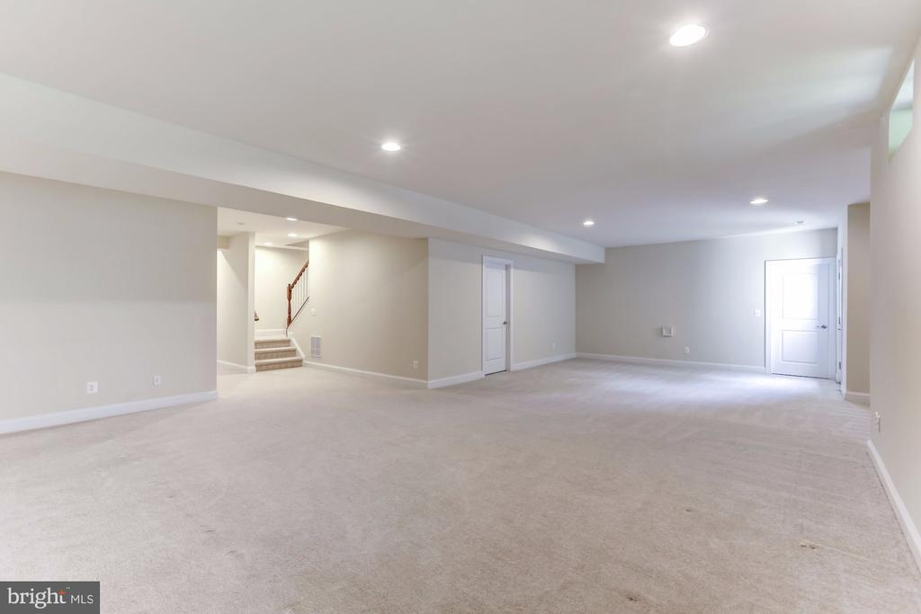 Carpeted Lower Level Rec Room, Recessed Lighting - 43800 GRANTNER PL, ASHBURN