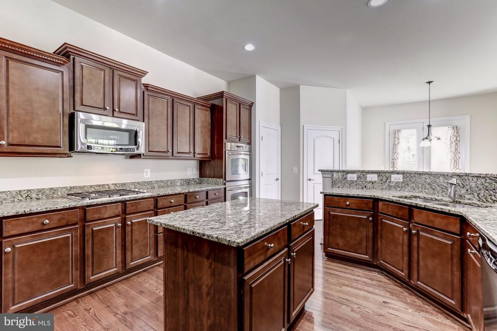 Kitchen Island - 43800 GRANTNER PL, ASHBURN