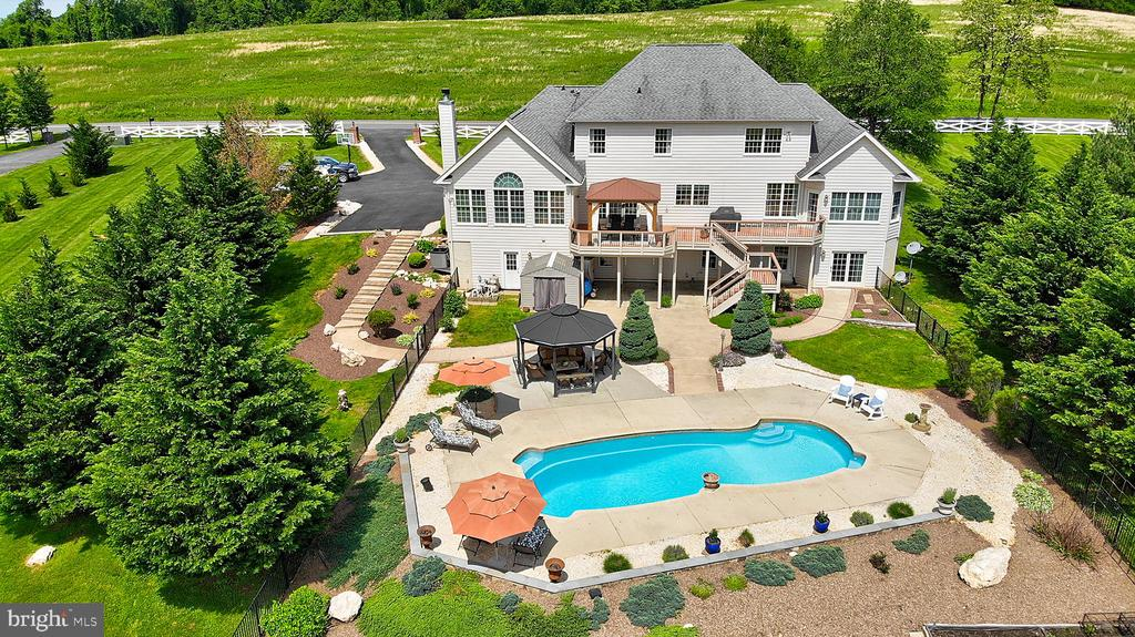 This is the lifestyle you have been working for. - 41045 STUMPTOWN RD, WATERFORD