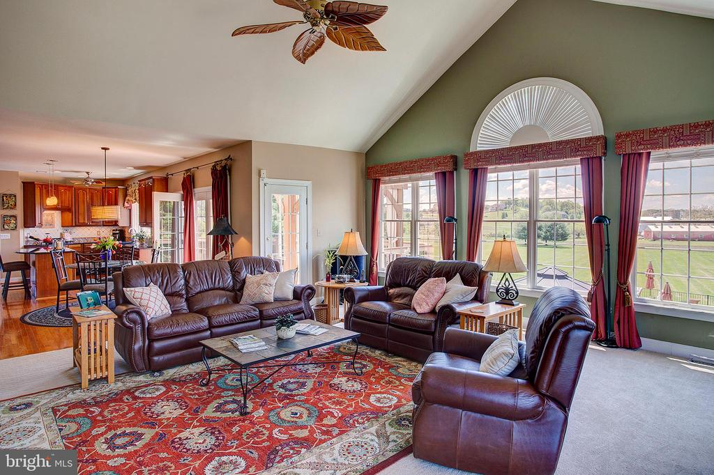 Open views from the kitchen to the family room - 41045 STUMPTOWN RD, WATERFORD