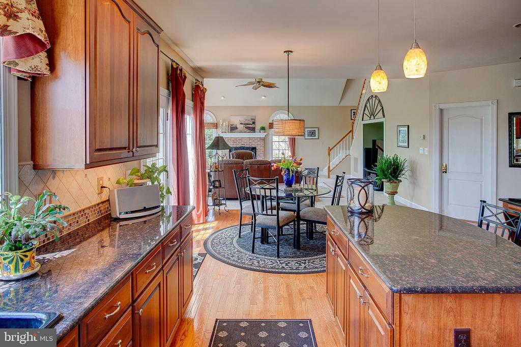 Open living and lots of counter space. - 41045 STUMPTOWN RD, WATERFORD