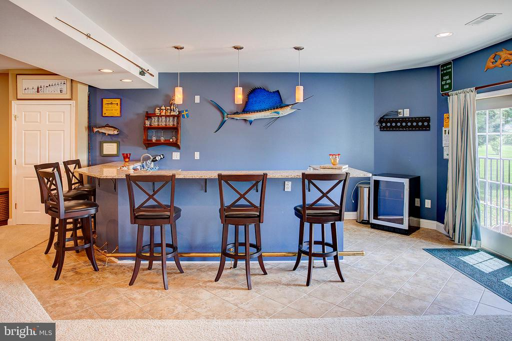 Lower level bar with easy access to pool. - 41045 STUMPTOWN RD, WATERFORD