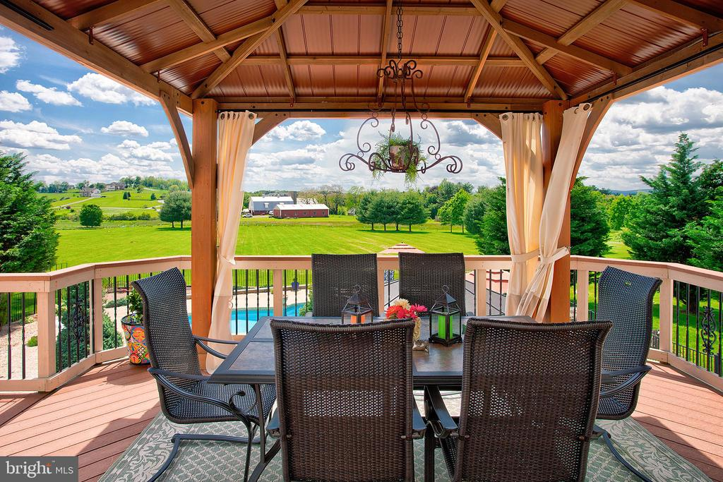 Stunning views from the covered dining area. - 41045 STUMPTOWN RD, WATERFORD