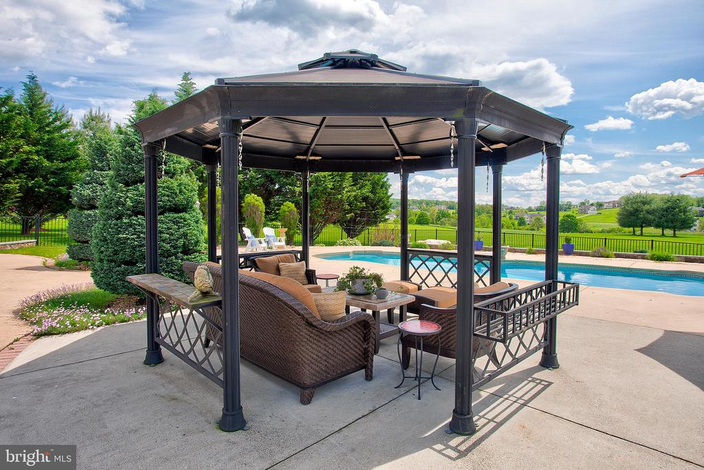Covered gazebo off of the pool. - 41045 STUMPTOWN RD, WATERFORD