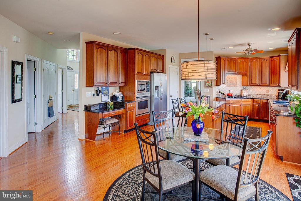 Gourmet kitchen with cherry cabinets. - 41045 STUMPTOWN RD, WATERFORD