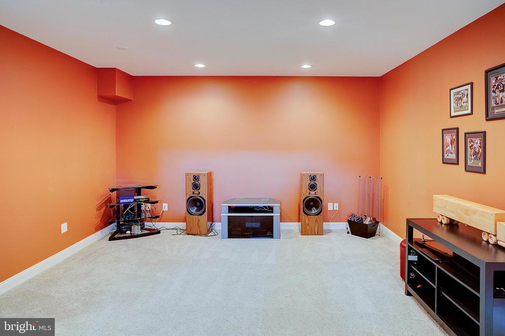 Lower level media room. - 41045 STUMPTOWN RD, WATERFORD
