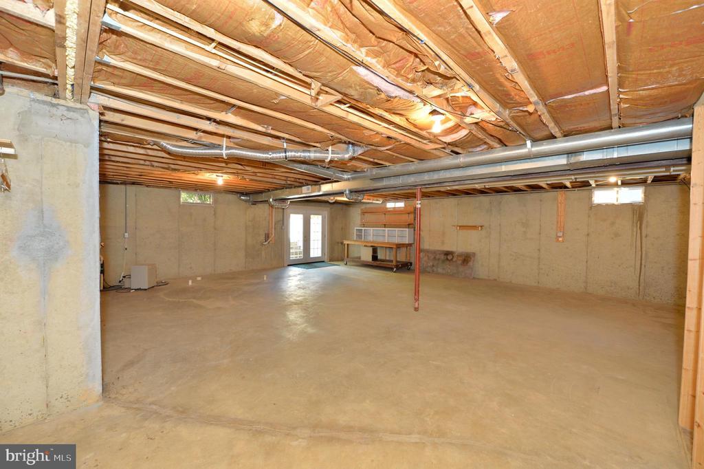 Unfinished basement - 20257 REDROSE DR, STERLING