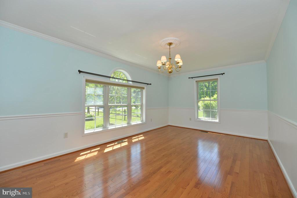 Separate dining room with hardwoods - 20257 REDROSE DR, STERLING